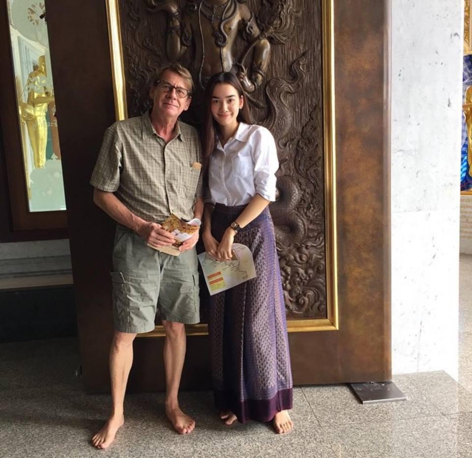【泰娱新闻】父亲节晒父亲照的泰国明星们