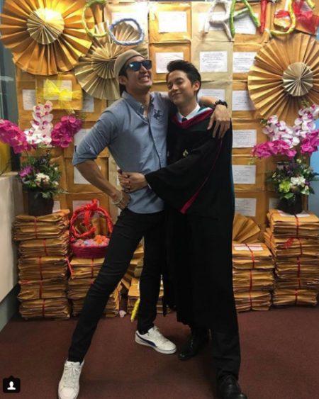 【泰娱新闻】James Jirayu很高兴有这么多粉丝来参加他的毕业典礼