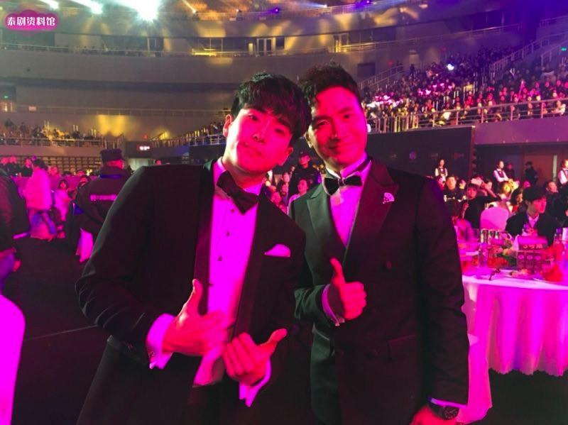 【泰娱新闻】Mike、Nickhun 和 Nonkul 在2018小资风尚盛典中获奖