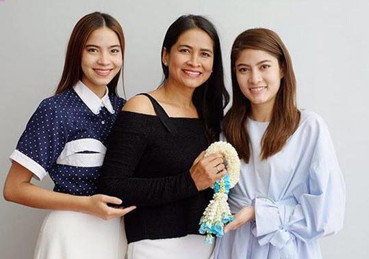 【泰娱新闻】4位长得很像妈妈的泰国女星