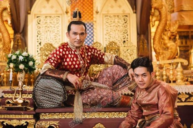 【泰娱新闻】《天生一对》中的国王扮演者年轻时是个模特