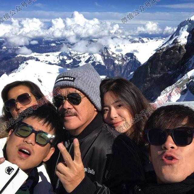【泰娱新闻】Toey Jarinporn 和 Alek Teeradetch 携家人同游瑞士