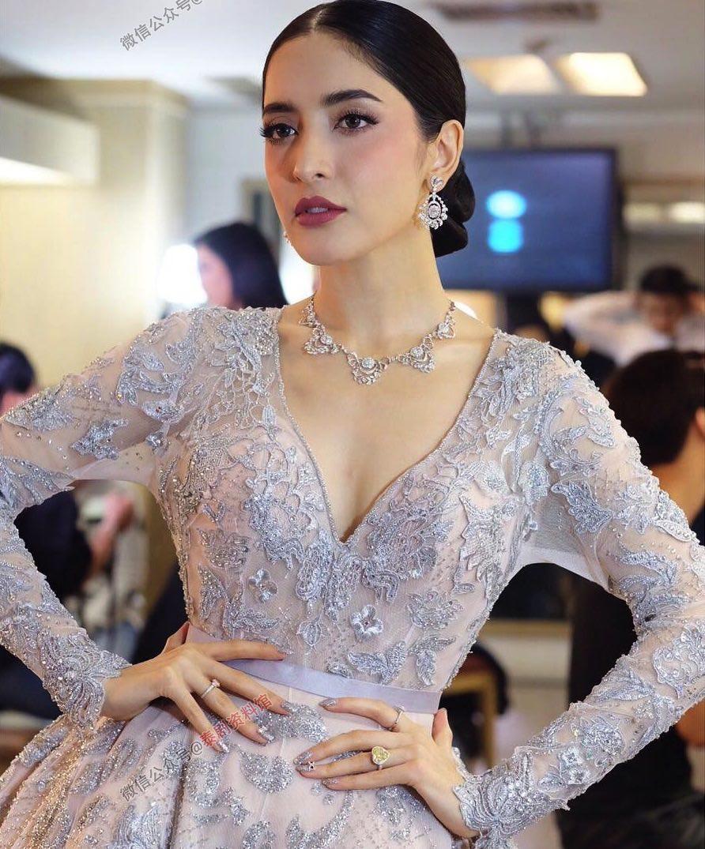 【泰娱新闻】Pinky Savika 拍摄婚纱写真