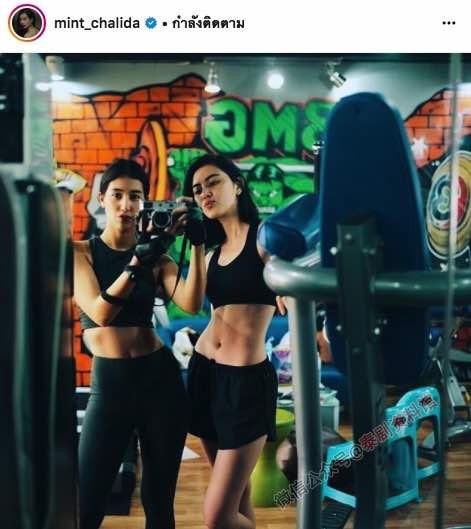 【泰娱新闻】爱好健身拥有平坦小腹的泰国女星