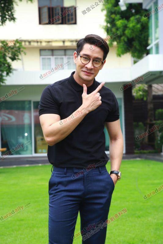【泰国娱乐】Pong Nawat 回应左手无名指戴戒指的原因