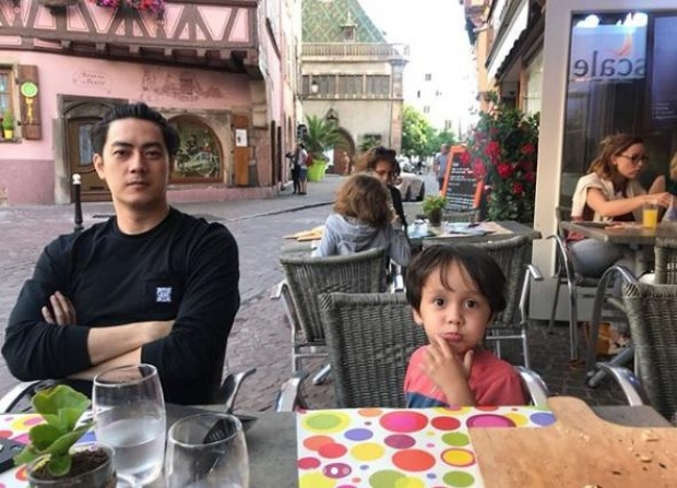 【泰国娱乐】泰星 Film Rattapoom 公开儿子照片
