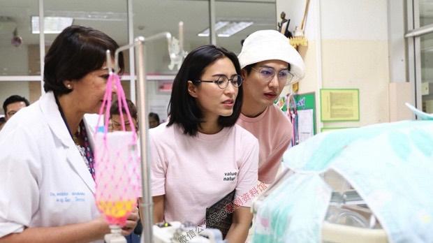 【泰国娱乐】Push Puttichai 生日与女友 Jui 到儿童医院做善事