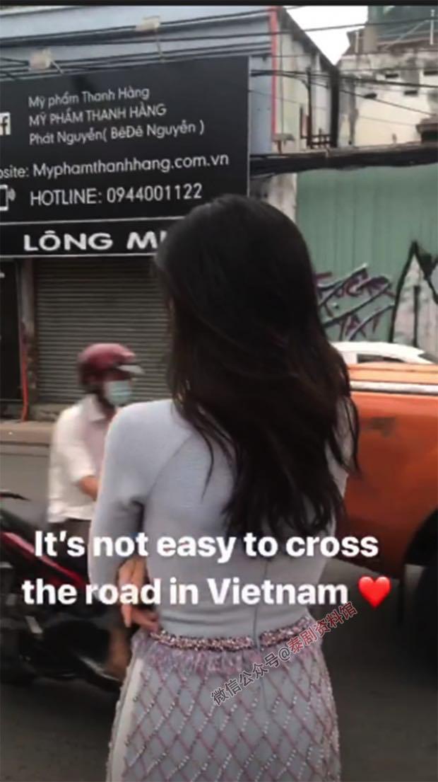 【泰国娱乐】泰国最美变性女星 宝儿 Poyd Treechada 现身越南街头