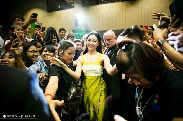 【泰娱新闻】Bella Ranee 感谢柬埔寨粉丝对她的热情