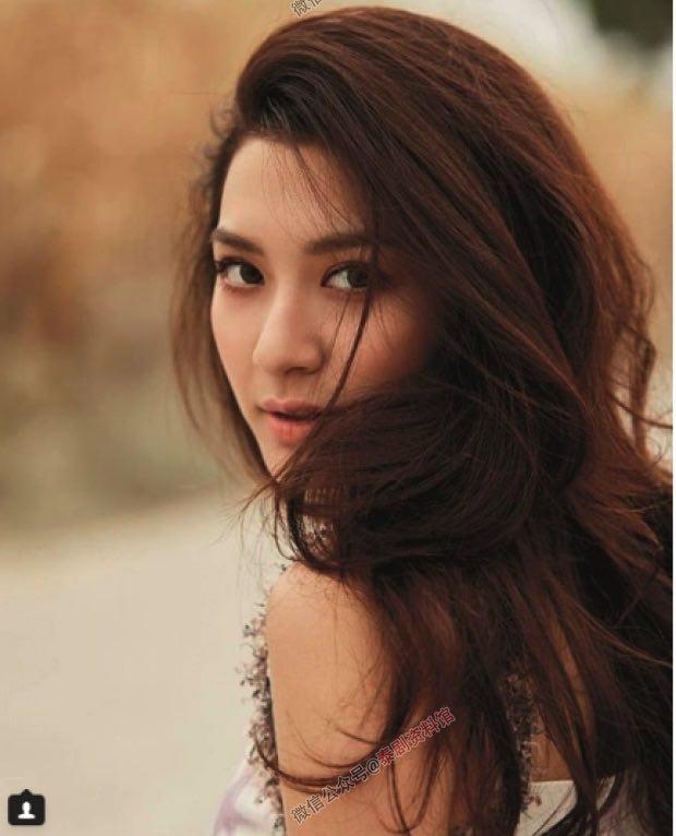 【泰国娱乐】心灵强大,Cris Horwang 帮 Mew Nittha 新电影做宣传