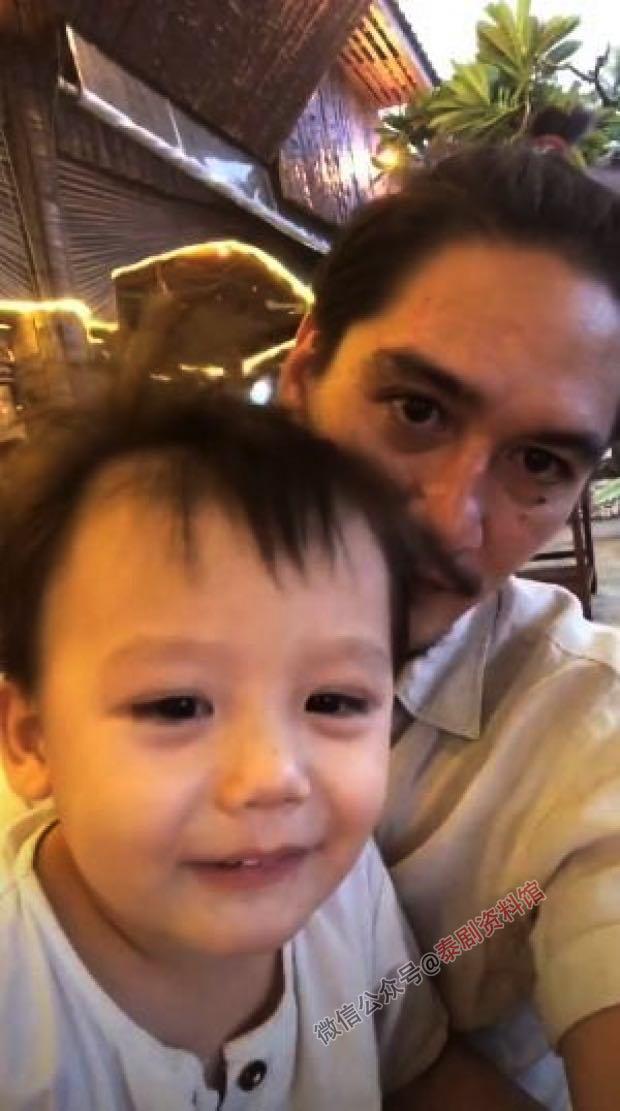 【泰国娱乐】影帝阿南达 Ananda Everingham 发2岁亲弟弟照片