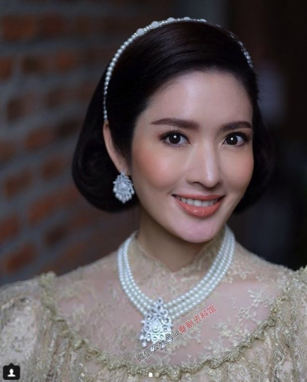 【泰国娱乐】Aff Taksaorn 带女儿 Peemai 拍摄复古写真