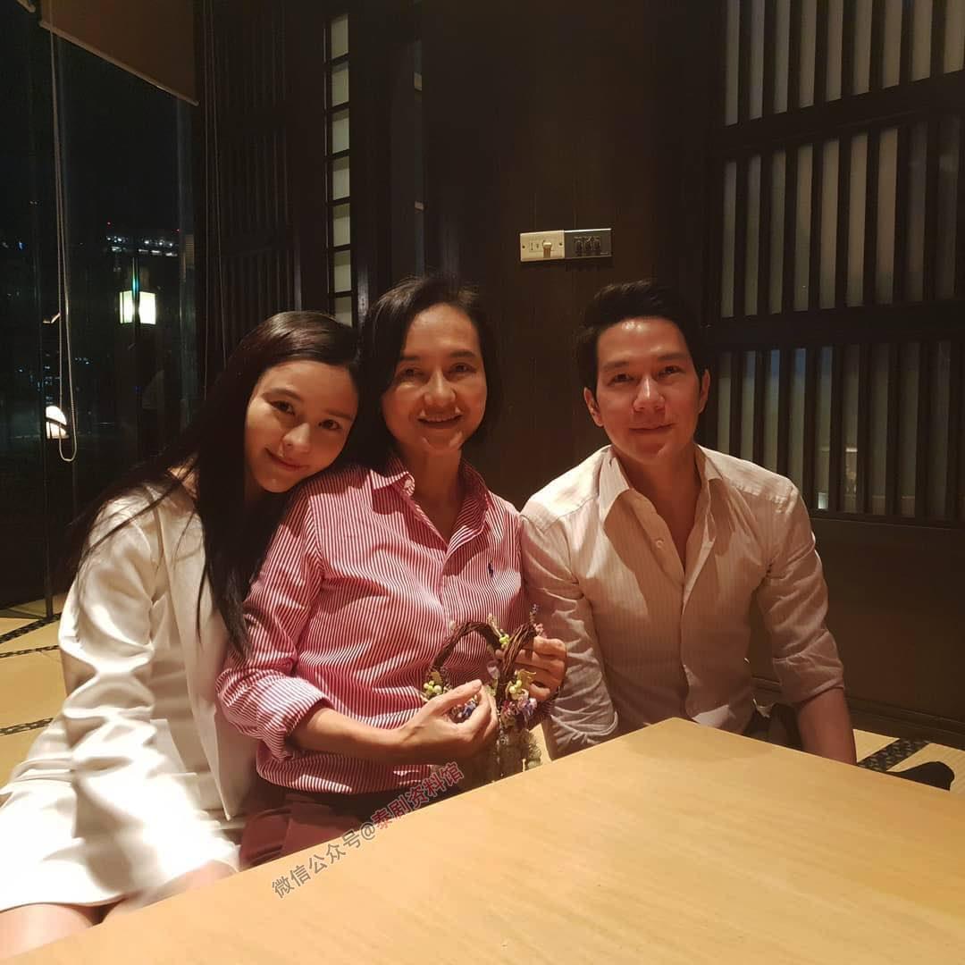 【泰国娱乐】Aom Sushar 母亲节带男友 Amp Pithan 见家长