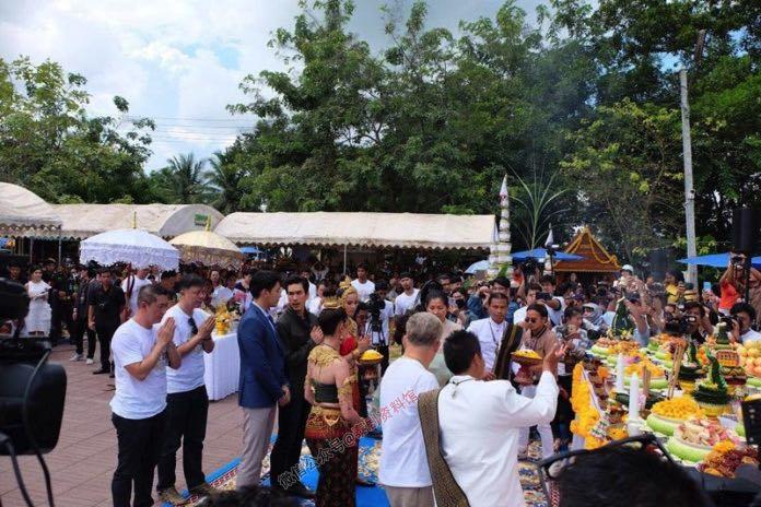 【泰国娱乐】Yaya Urassaya 和 Taew Natapohn 一同为《娜迦2》跳祭神舞