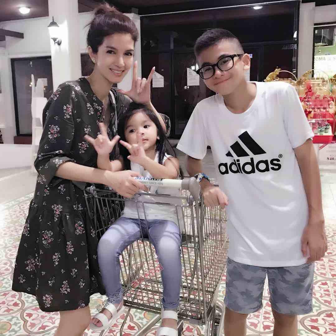 【泰国娱乐】公布 Por 女儿 Nong Mali 哥哥姐姐的照片