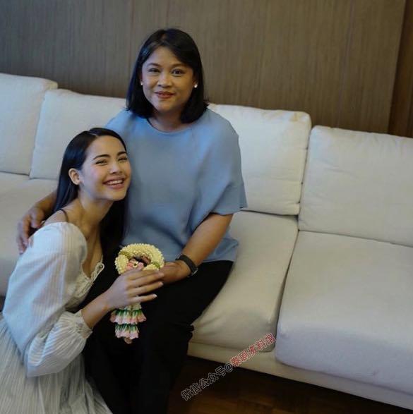 【泰国娱乐】Yaya Urassaya 的妈妈解释为什么要亲自担任她的经纪人