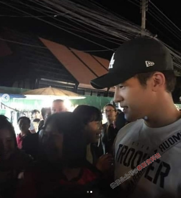 【泰国娱乐】人们在清迈街头偶遇 James Ma 和 Yaya Urasaaya