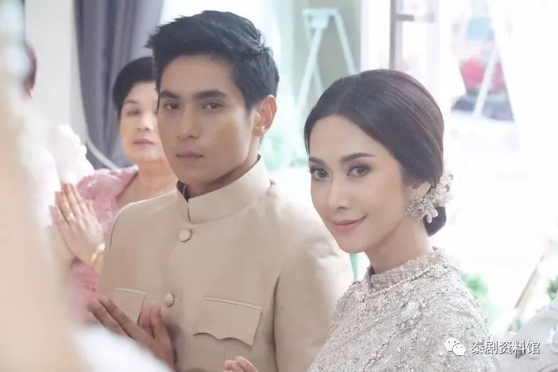 【泰国娱乐】Yui Chiranan 与 Than Thanakorn 昨日举行婚礼