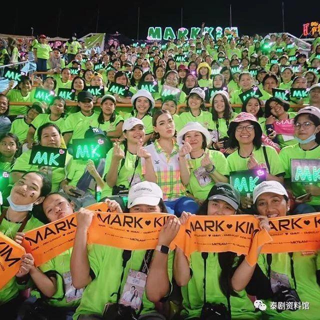 【泰国娱乐】泰国3台49周年台庆上壮观的应援粉丝团们