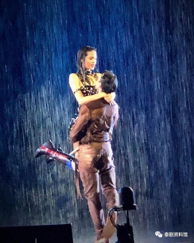【泰国娱乐】P'Chod 回应演唱会上 Nadech Yaya 的表演太过