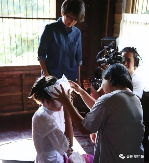 【泰国娱乐】Yaya Urassaya 超敬业,被打到头仍坚持把戏演完