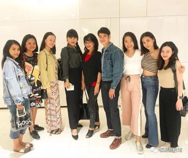 【泰国娱乐】难得一见,Mario Maurer 与女友 Junji 及其妈妈同框