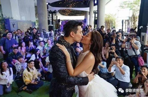 【泰国娱乐】Dome Pakorn 完婚,前女友 Ploy 到场庆祝