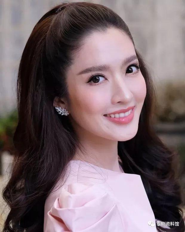 【泰国娱乐】Aff Taksaorn 重返银幕,将与霸总 Tor Thanapob 合作?